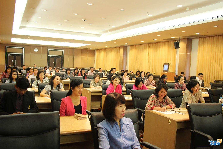 图片6:学员们认真学习中医文化.JPG