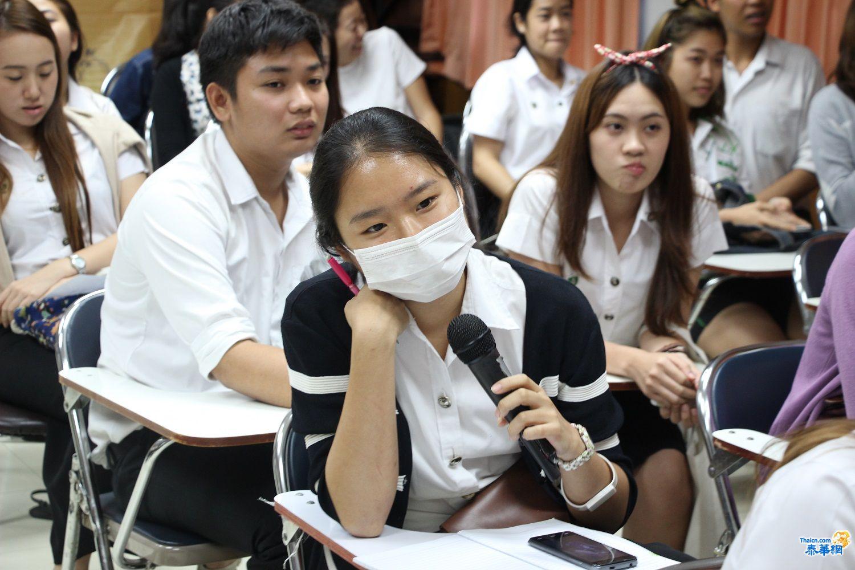图片3:在场学生现场提问.JPG
