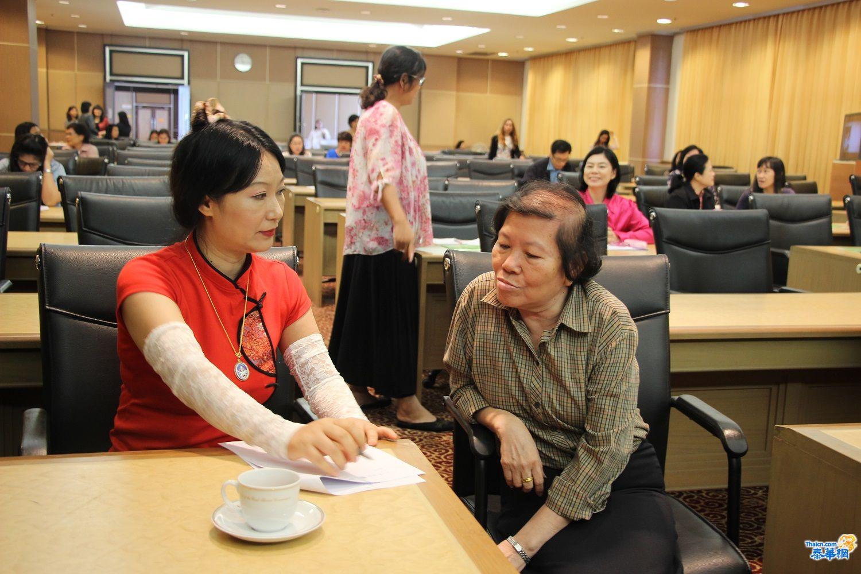 图片4:学员与张传知医生现场交流.JPG